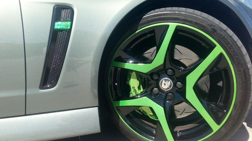 Green HSV mags ,wheels and Brembo brakes , green indicator 1.jpg