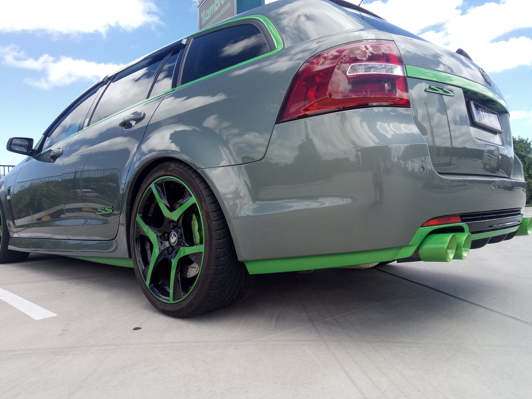 Holden VF SS-V Green sill and bumper trim ,Green X Force 3' tips 1.jpg