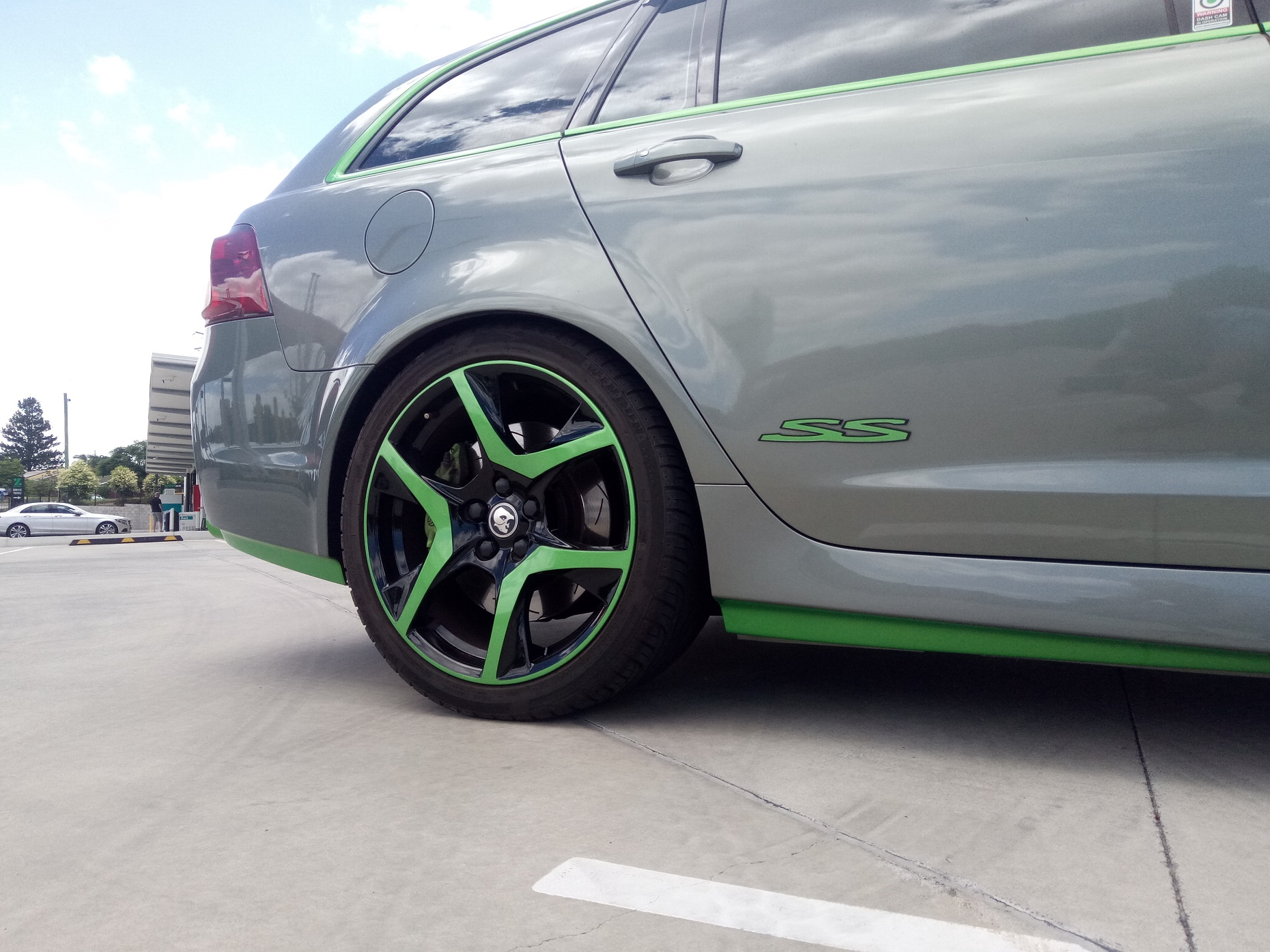 Holden VF SS-V Green sill , Green HSV mag , Green SS badge 1.jpg