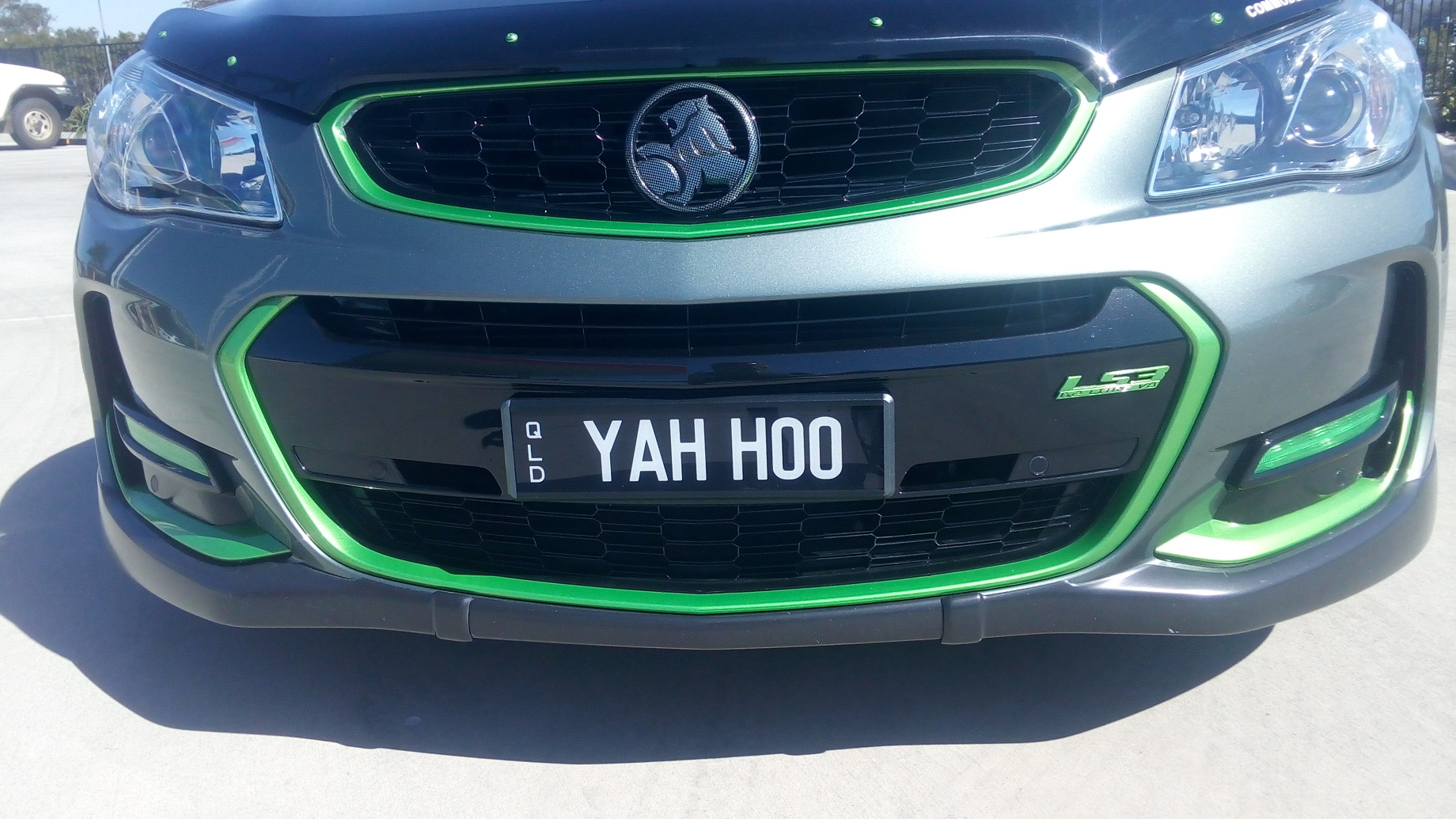 Holden VF SS-V Series 2 front bumper Green trim 1.jpg