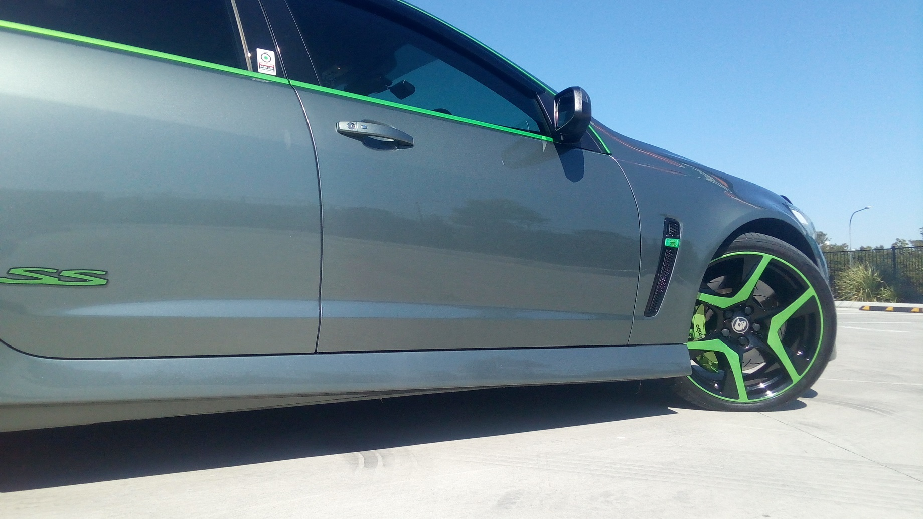 Holden VF SS-V Series 2 Green HSV wheels, Green trim, Green Brembos 1.jpg