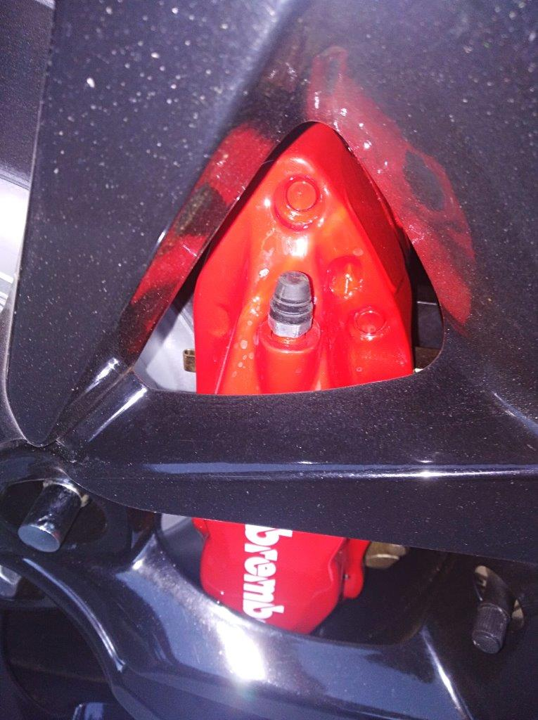 VF SSV wheel with Brembo close up - reduced.jpg